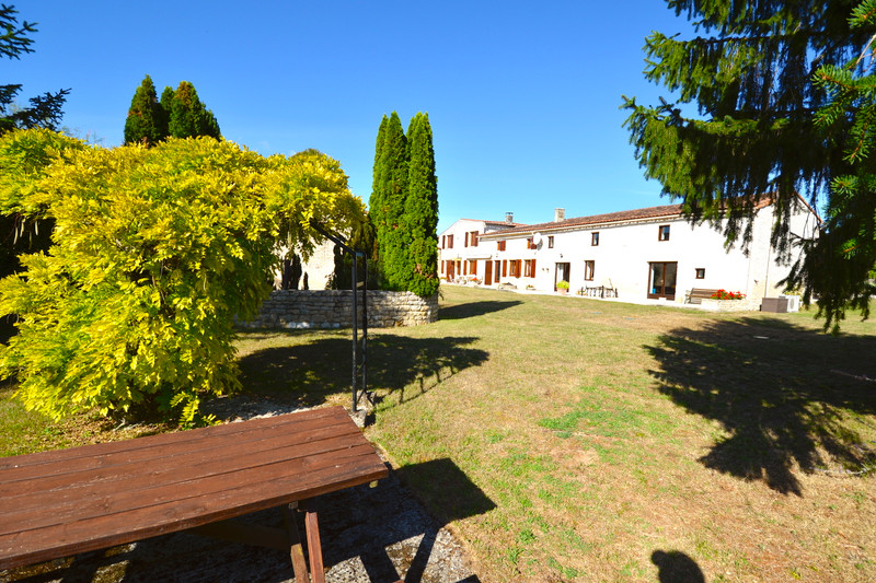 French property for sale in Les Touches-de-Périgny, Charente-Maritime - €318,000 - photo 2
