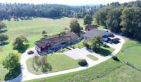 Bel ensemble de 2 maisons, 20 hectares, étang et 12 box à chevaux proche de Brantome