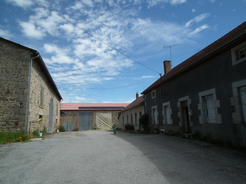 French property for sale in Auzances, Creuse - €119,900 - photo 3