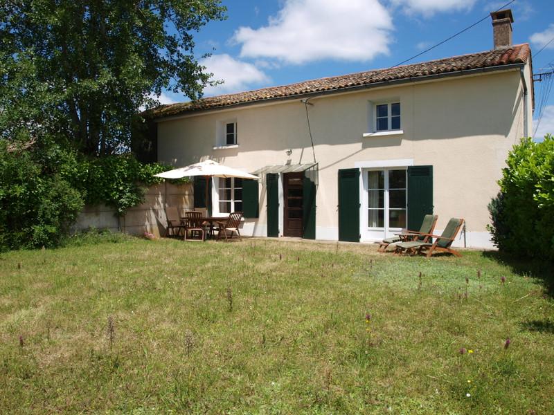 Maison à vendre à Saint-Sauvant, Vienne - 74 800 € - photo 2