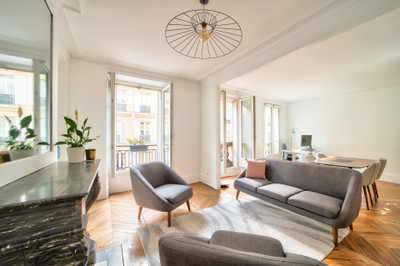 75008 Faubourg-du-Roule a beautiful 2 bed apartment of 90m2 on the 3rd floor in an   1880's building with lift