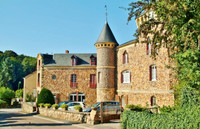 chateau for sale in Saint-Honoré-les-BainsNièvre Burgundy