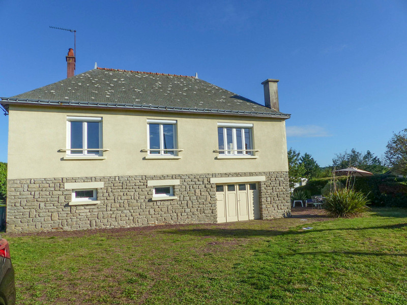 French property for sale in Néant-sur-Yvel, Morbihan - €136,250 - photo 2