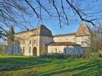 chateau for sale in ChalaisCharente Poitou_Charentes