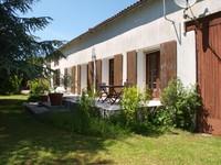Maison indépendante en pierre de 6/7 chambres  avec grange, deux garages, une maison à rénover et grand jardin