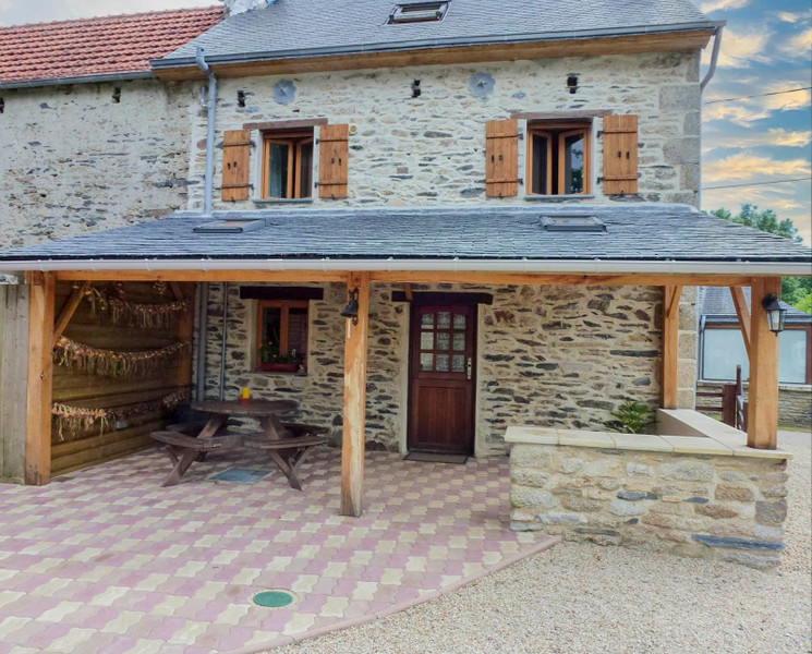 French property for sale in La Feuillée, Finistere - €107,800 - photo 2
