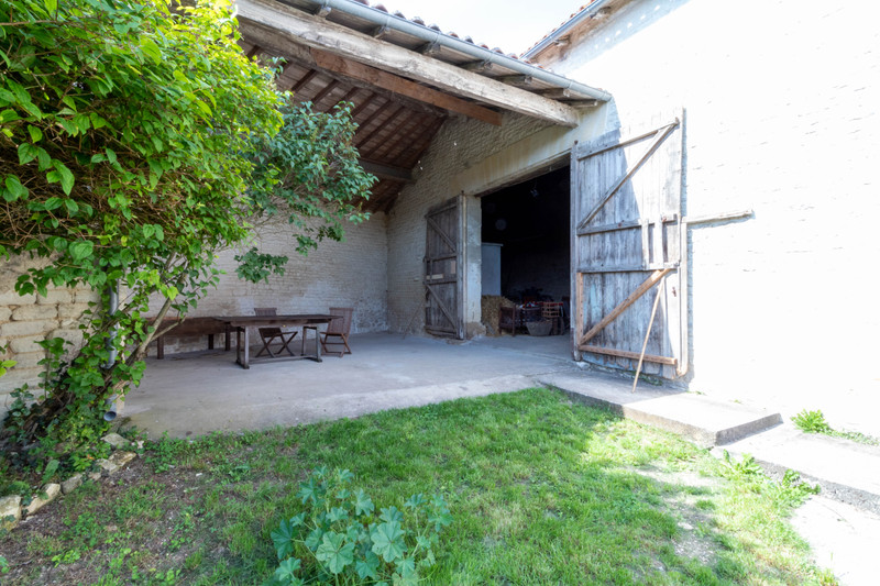 French property for sale in Gourvillette, Charente-Maritime - €194,400 - photo 2