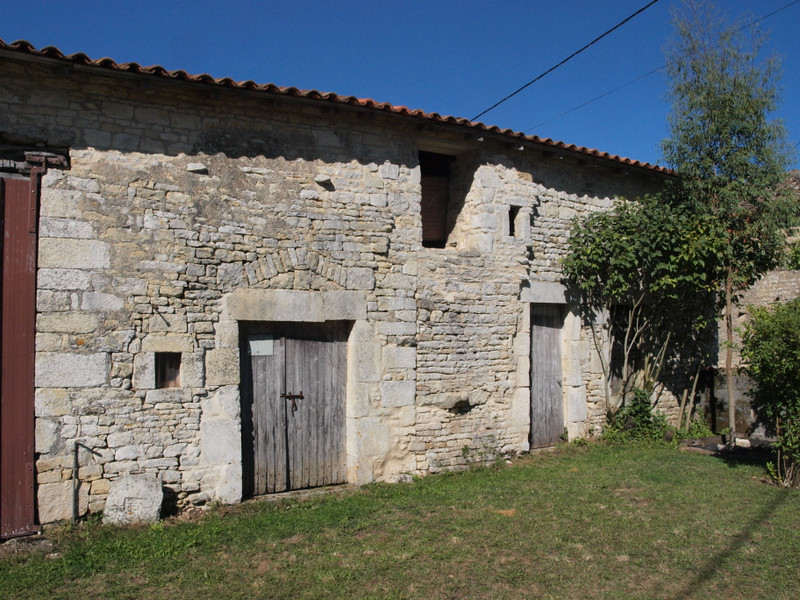 French property for sale in Chaunay, Vienne - €136,250 - photo 2