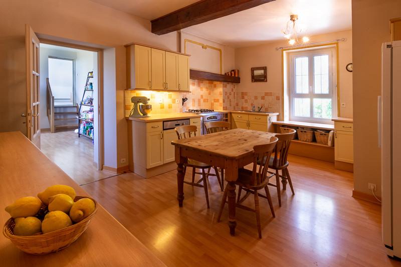 French property for sale in Saint-Martin-de-Sanzay, Deux-Sèvres - €415,520 - photo 3