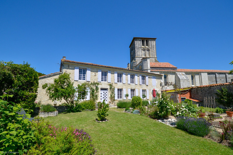 French property for sale in Beauvais-sur-Matha, Charente-Maritime - €246,100 - photo 1