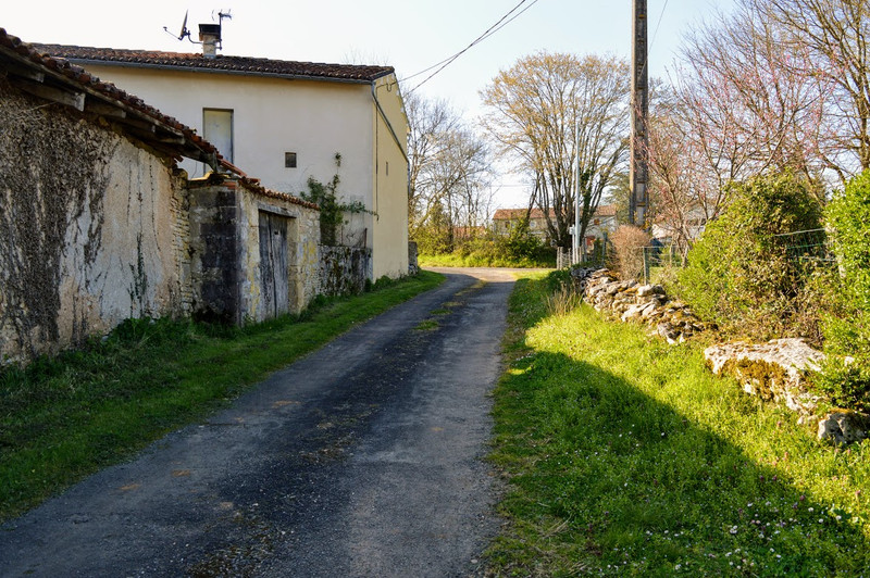 French property for sale in Lussac, Charente - €68,160 - photo 5