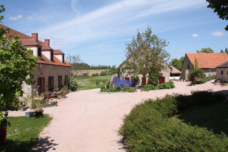 French property for sale in Montaigu-le-Blin, Allier - €795,000 - photo 4