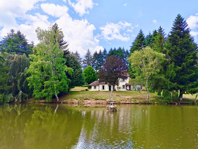 Maison à vendre à La Roche-l'Abeille, Haute-Vienne - 264 000 € - photo 2