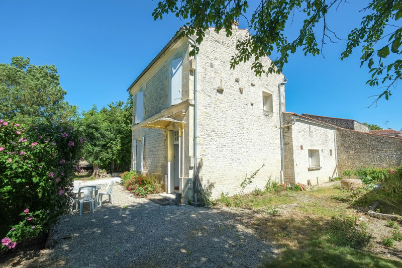 French property for sale in Aumagne, Charente-Maritime - €194,400 - photo 3