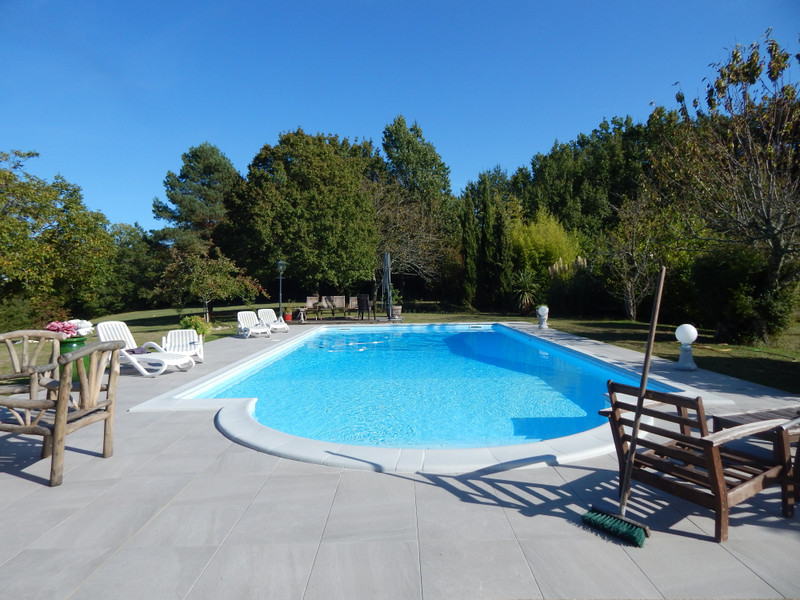 French property for sale in Castella, Lot et Garonne - €434,000 - photo 2