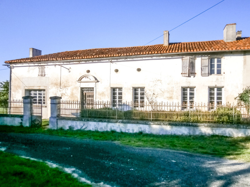 French property for sale in Montmoreau-Saint-Cybard, Charente - €71,500 - photo 3