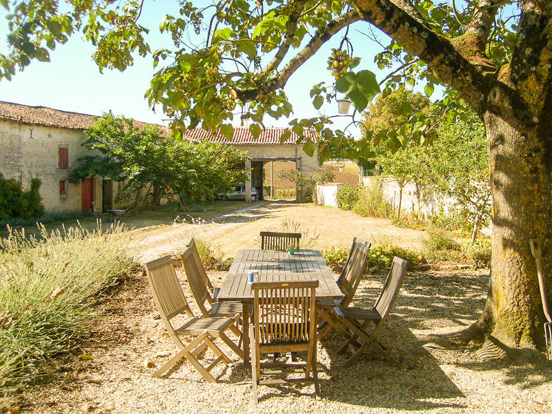 French property for sale in Contré, Charente-Maritime - €318,000 - photo 2
