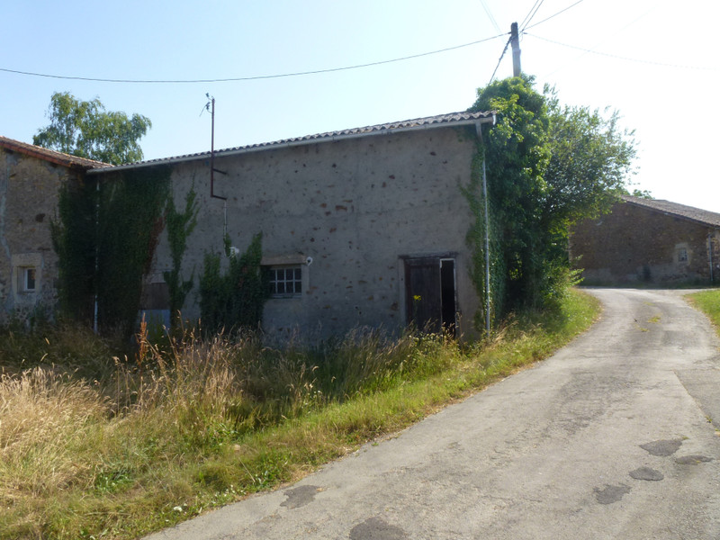 French property for sale in Clavé, Deux Sevres - €19,000 - photo 2