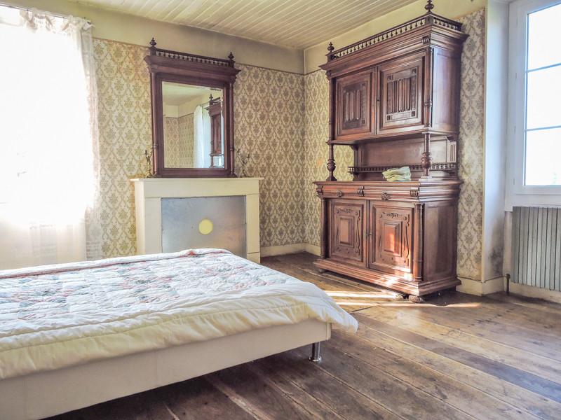 French property for sale in Peyrignac, Dordogne - €310,000 - photo 4