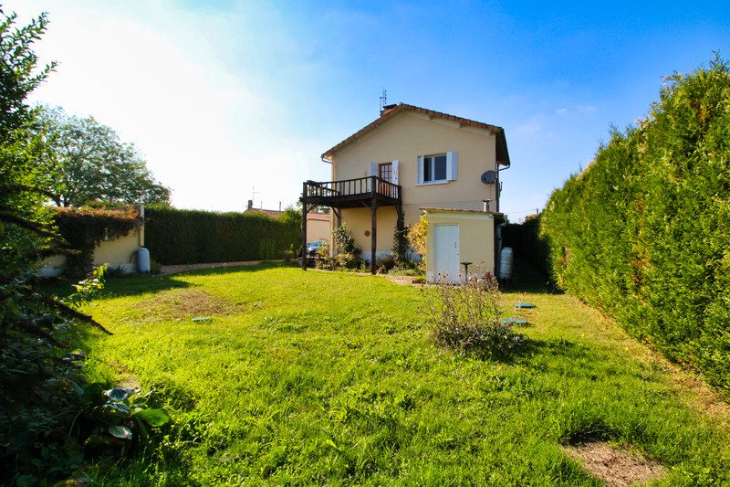 French property for sale in Les Gours, Charente - €152,600 - photo 2