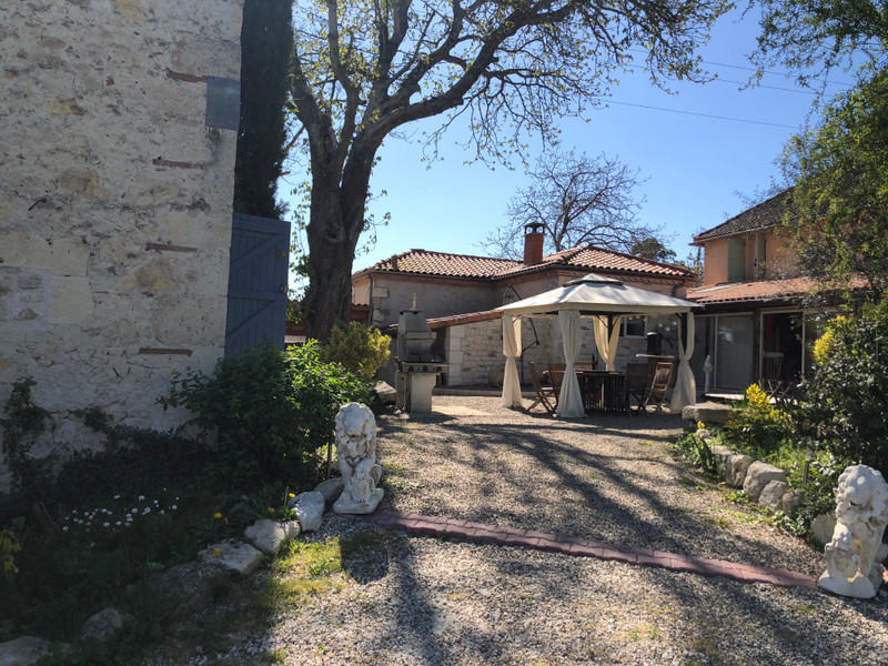 French property for sale in Castelculier, Lot-et-Garonne - €456,750 - photo 2