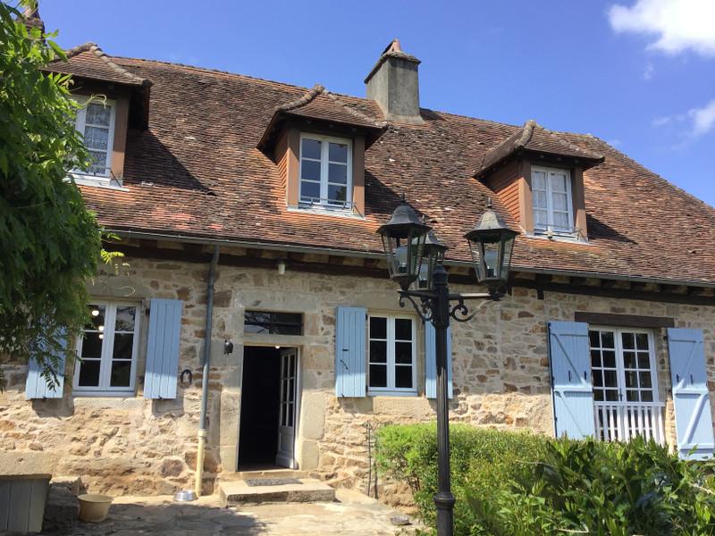 French property for sale in Saint-Yrieix-la-Perche, Haute-Vienne - €932,800 - photo 2