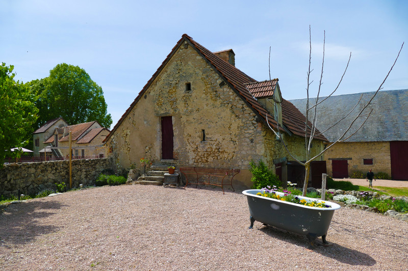 French property for sale in Montaigu-le-Blin, Allier - €795,000 - photo 2