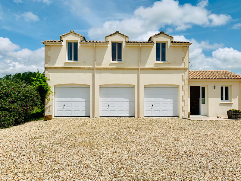 French property for sale in Pons, Charente-Maritime - €460,000 - photo 2