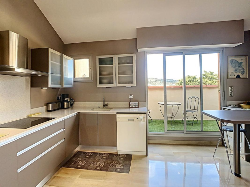French property for sale in Cannes, Alpes-Maritimes - €890,000 - photo 6