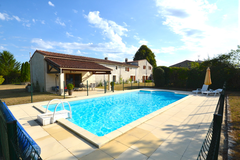 French property for sale in Les Touches-de-Périgny, Charente-Maritime - €318,000 - photo 8