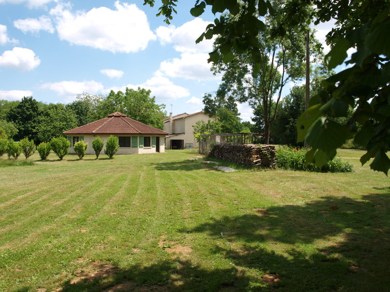 French property for sale in La Chèvrerie, Charente - €267,500 - photo 3