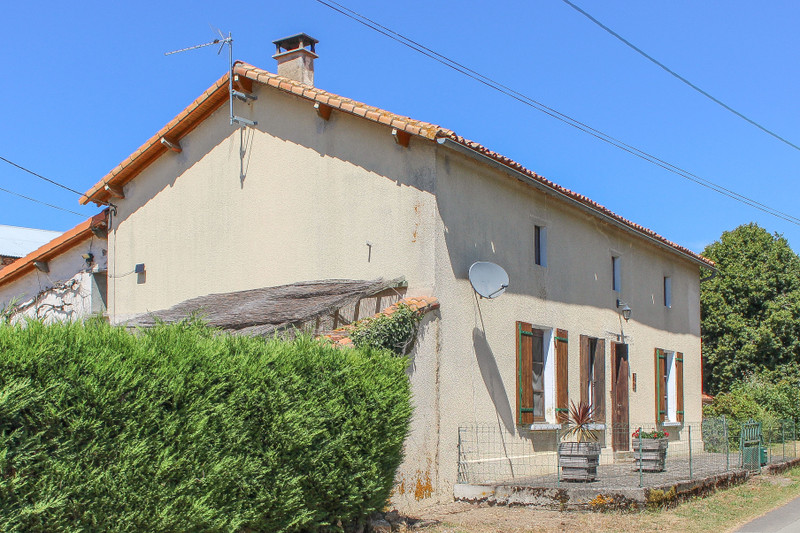 French property for sale in Lhoumois, Deux-Sèvres - €151,000 - photo 2