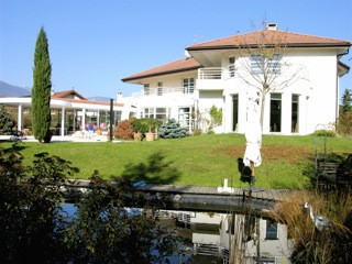LUXURY VILLA with beautiful garden and view, 350 m2 of living space + 350 m2 extra, Orangery, Sauna, Swimming Pool, 2400 m2 land, next to Geneva