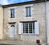 maison à vendre à Montmoreau, Charente, Poitou_Charentes, avec Leggett Immobilier