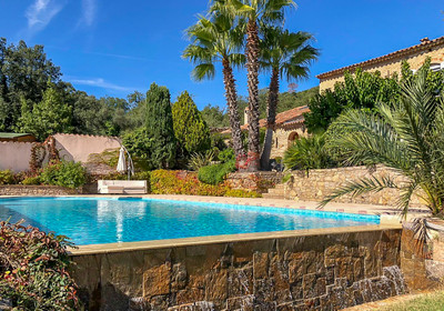 Superb provencal stone Mas, 5 minutes from the beautiful medieval village of Grimaud and beaches of Port Grimaud. 8 bedrooms, Swimming pool, Guest house