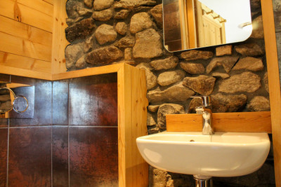 Beautifully renovated house with 4 ensuite bedrooms and stunning views, in the heart of Le Praz, Courchevel