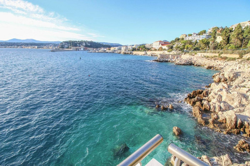 French property for sale in Nice, Alpes-Maritimes - €1,490,000 - photo 2