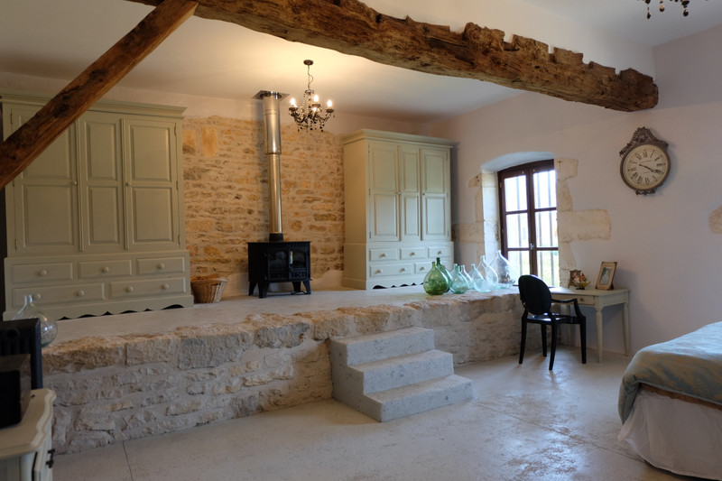 French property for sale in Nieuil, Charente - €680,000 - photo 5