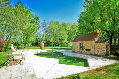 Close to the Dordogne: Luxury Gite and bed and breakfast to take over turnkey in a small and dynamic village.
