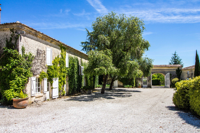 French property for sale in Fléac, Charente - €1,365,000 - photo 7