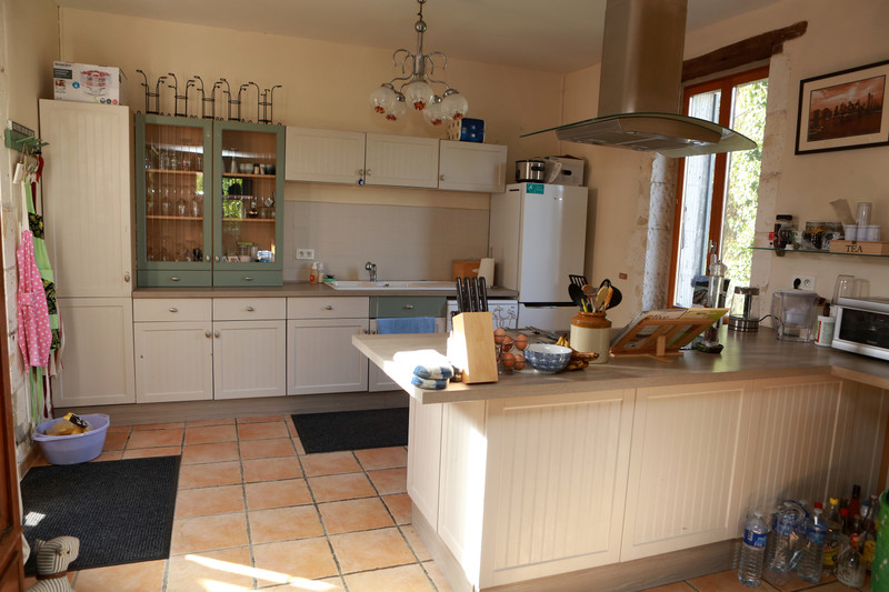French property for sale in Neuvic, Dordogne - €439,900 - photo 3