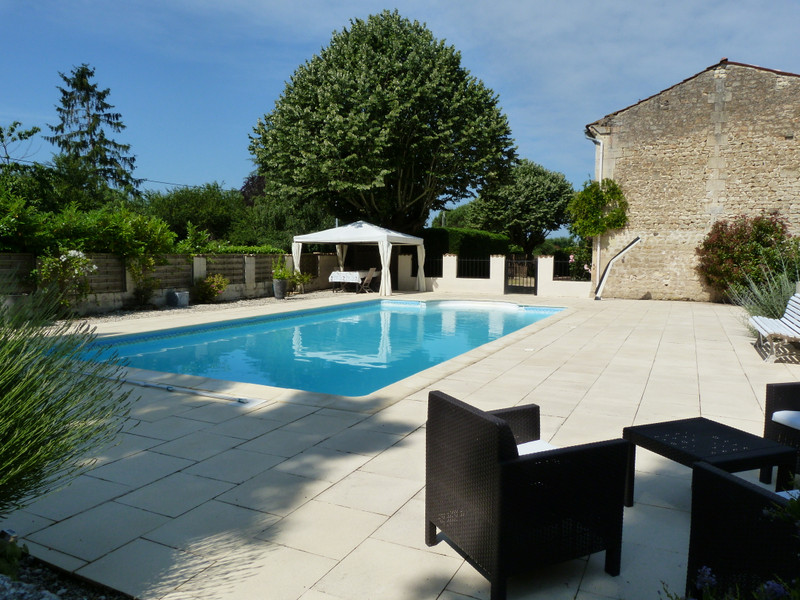 French property for sale in Bois, Charente-Maritime - €499,000 - photo 3