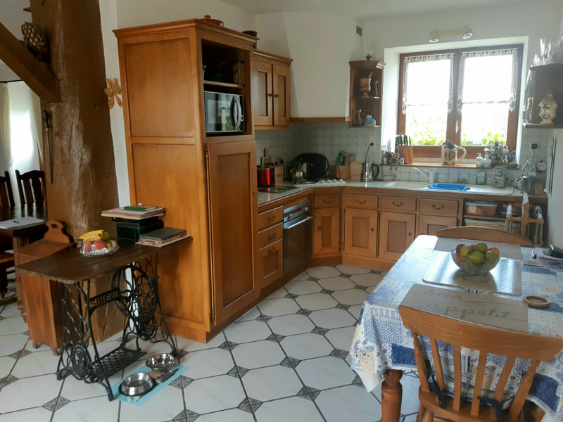 French property for sale in Couesmes-Vaucé, Mayenne - €190,000 - photo 4
