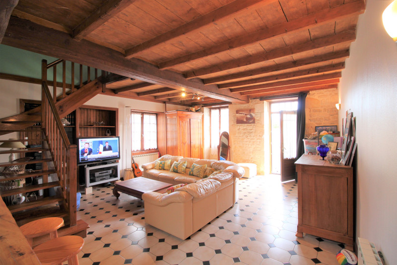 French property for sale in Varaize, Charente-Maritime - €130,800 - photo 2
