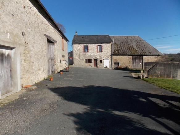 French property for sale in La Souterraine, Creuse - €172,800 - photo 3