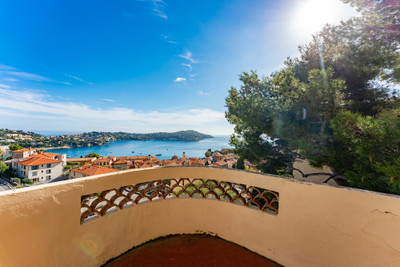 Villefranche-sur-Mer - 145m2 renovated villa with 4 bedrooms and a beautiful view over the Bay of Villefranche and Saint-Jean-Cap-Ferrat, 10 minutes by foot to the old town and beach