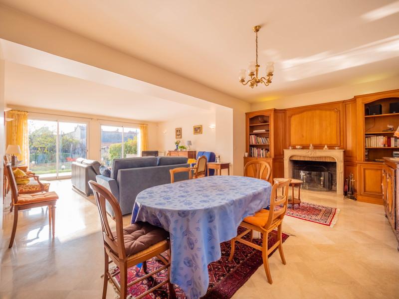 French property for sale in Saint-Maur-des-Fossés, Val de Marne - €1,395,000 - photo 2