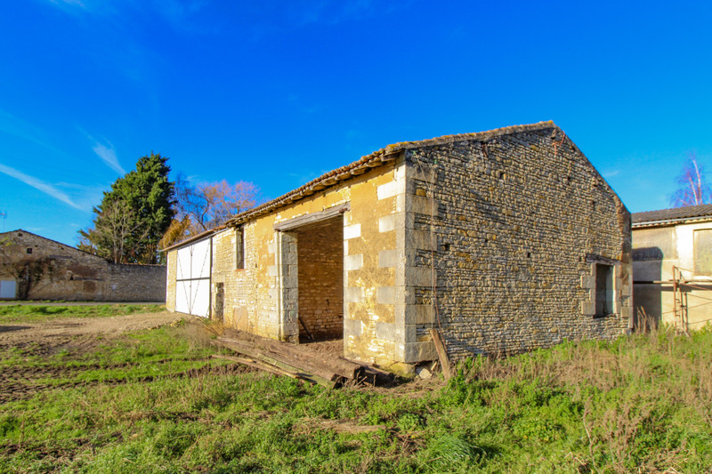 French property for sale in Monts-sur-Guesnes, Vienne - €66,000 - photo 3