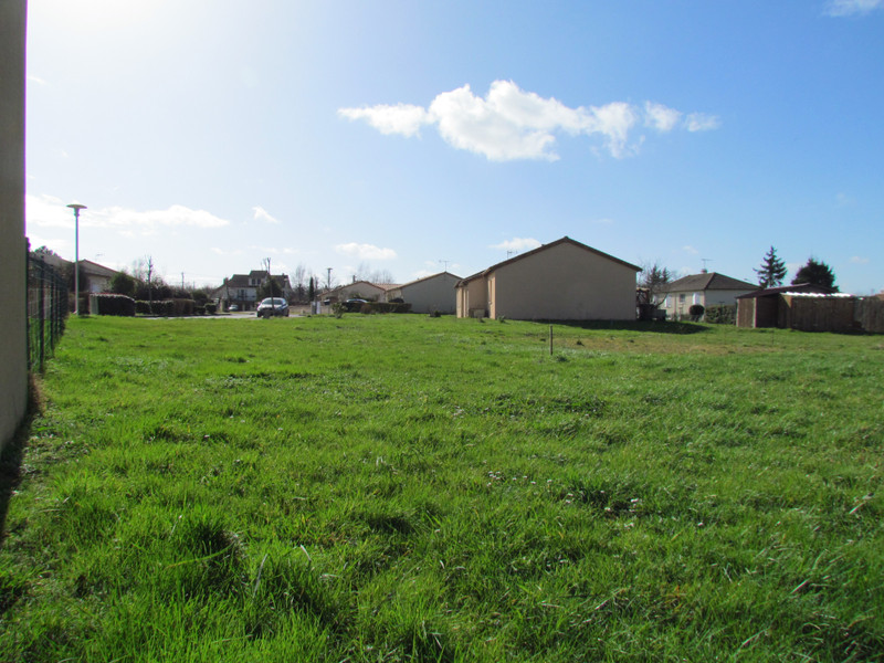 French property for sale in L'Isle-Jourdain, Vienne - €24,600 - photo 2
