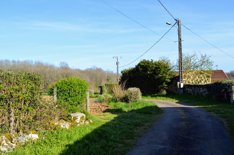 French property for sale in Lussac, Charente - €68,160 - photo 3